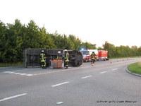 Die Feuerwehr war zur Beseitigung der ausgelaufenen Betriebsmittel vor Ort.