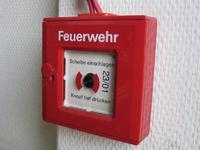 Handdruckmelder einer Brandmeldeanlage - Archivbild
