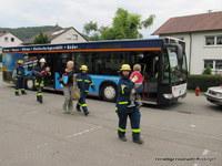 Mitglieder des Ofterdinger THW üben gemeinsam mit der Mössinger SAN-Gruppe.