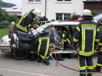 ...und mussten zuerst mit hydraulischem Rettungsgerät befreit werden...